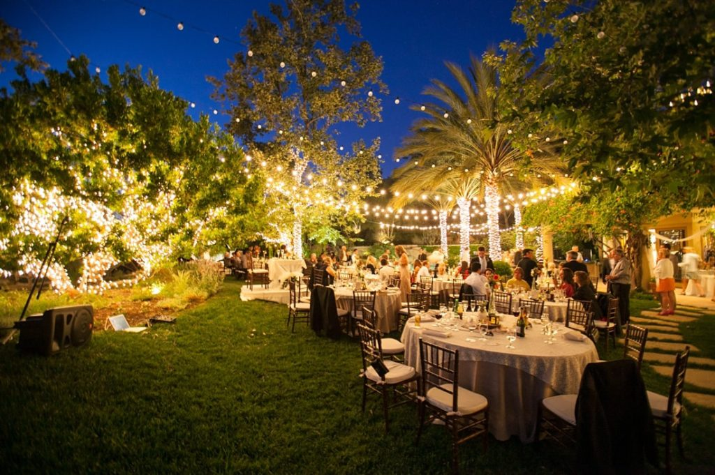 backyard-evening-wedding-outdoor-furniture-design-and-ideas